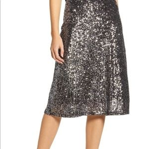 Chelsea 28 silver Sequin-covered skirt